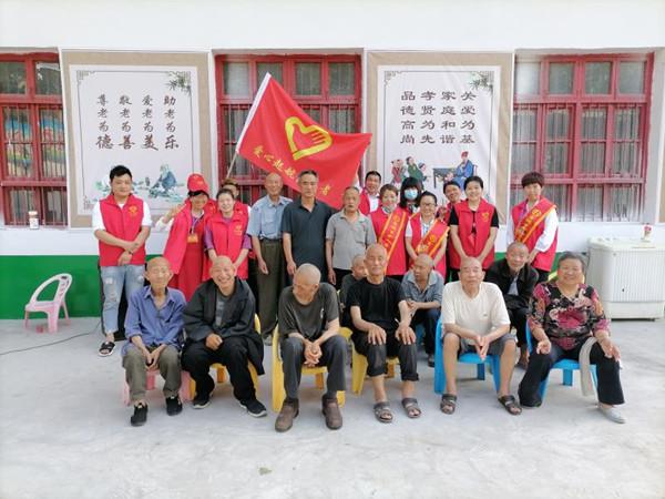 """史坡村""""爱心起航志愿者""""爱心润村民"""