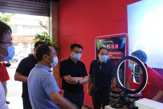 郑州市市场发展中心领导调研公益性农贸市场建设和巩固国家卫生城市成果市场治理工作