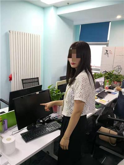 """彪形大汉化身""""鹿小妹"""" """"甜言蜜语""""卖保健品引男士中招"""