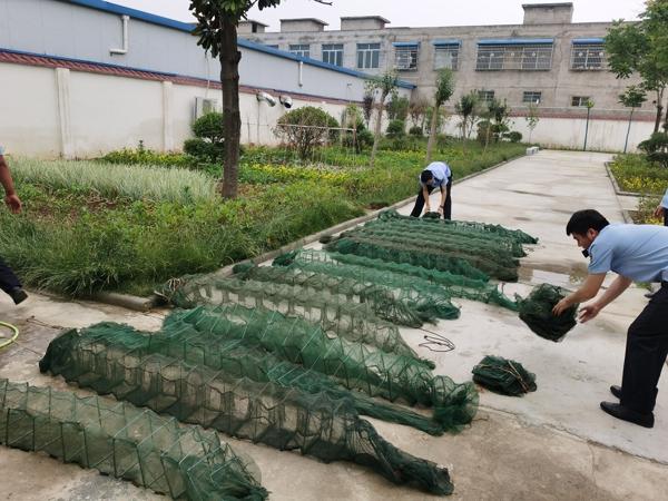 邓州:男子禁渔期用30只地笼捕鱼虾千余尾被刑拘