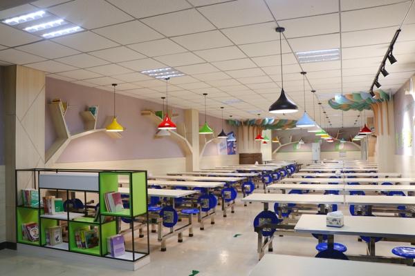 """零距离参观,感受 """"舌尖""""上的安全——郑州市高新区育林小学举行学生餐厅家长开放日活动"""