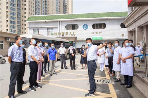 南阳市人大抗击新冠肺炎疫情工作专题视察组到唐河县医院视察工作