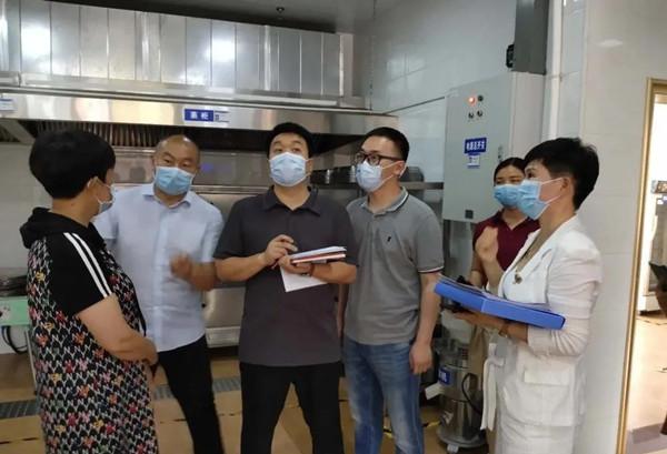 河南省市场监管局领导到邓州市湍河调研学校食堂管理及食品安全