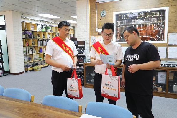 唐河县农信联社积极开展征信知识进企业宣传活动