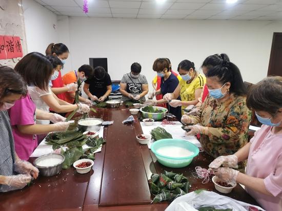 粽叶飘香话端午,邻里互助和谐情——郑州人和路街道王胡砦社区端午节活动