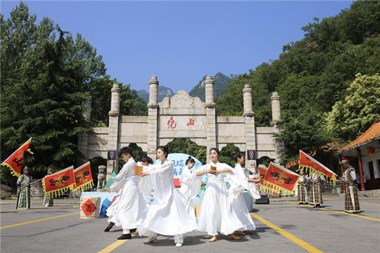 弘扬民族文化,彰显家国情怀 ——尧山风景区以国风端午活动为游客带来别样体验