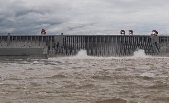 三峡枢纽今年首次泄洪 近期或迎新一轮洪水
