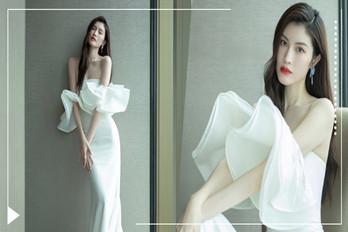 超模何穗出席活动身穿白色鱼尾礼裙尽显曲线身材