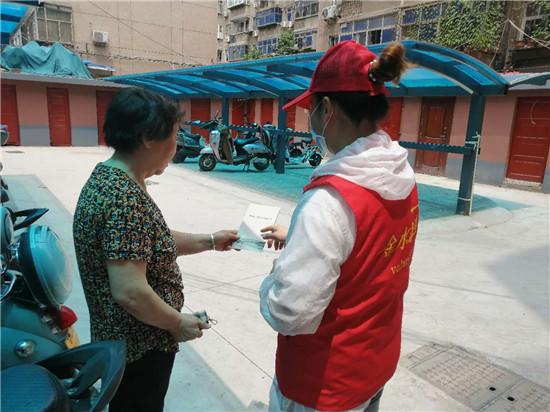 """郑州南阳路街道开展""""践行文明行为条例,做文明有礼郑州人""""志愿服务活动"""