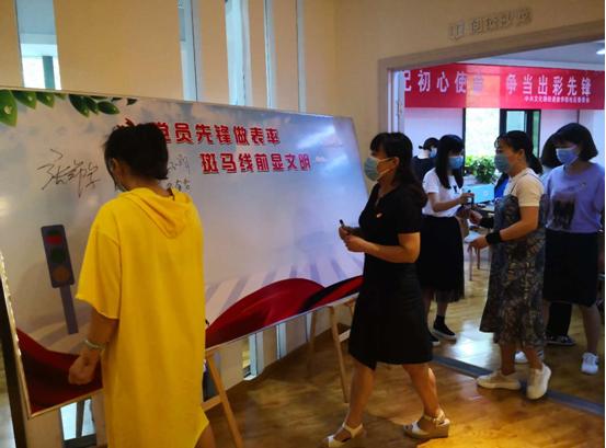 """郑州市文化路街道俭学街社区党委组织开展庆祝""""七一""""系列活动"""