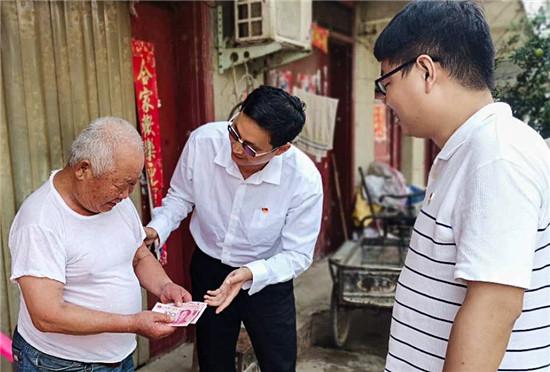 """正阳县永兴镇:""""七一""""慰问老党员 组织关怀暖人心"""