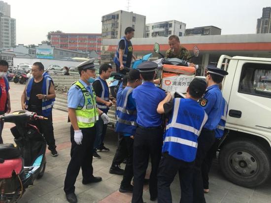 郑州市南阳路街道办事处多部门联合开展交通整治行动