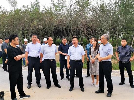 杨福平调研贾鲁河综合治理生态修复工程
