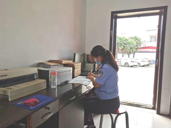 汝南警方为高考生开通高考绿色通道办理临时身份证