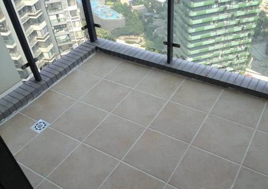 装修时先封阳台还是先贴瓷砖?专业人士来解答
