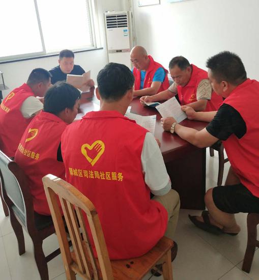 驻马店市驿城区南海司法所组织社区矫正对象学习《中华人民共和国社区矫正法》