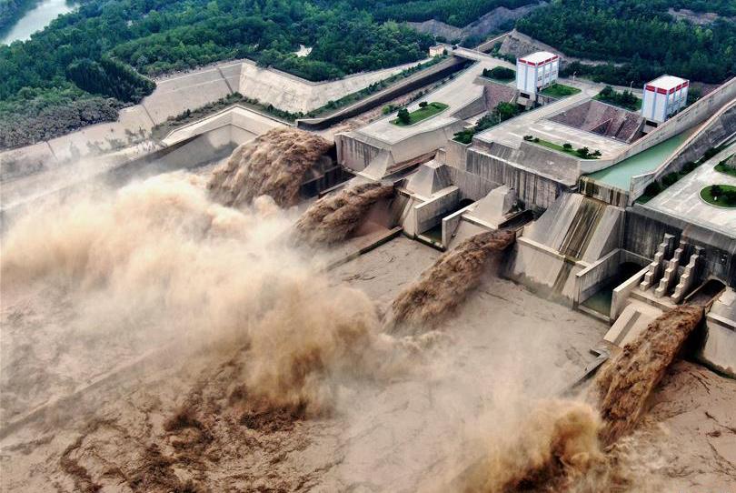 黄河小浪底:迎汛泄洪 蔚为壮观
