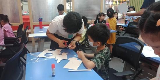 """""""奇思妙想 开发智力""""——郑州市工人新村社区青少年创意绘画小组开课啦"""