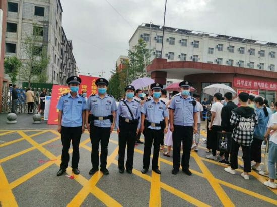 护航中招考试 汝南县警方在行动