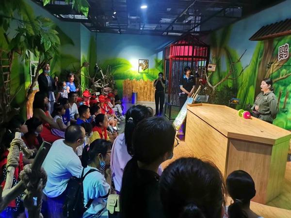 """这种体验感觉真棒!中华校园小记者在未来动物城上演真实版""""疯狂动物城"""""""
