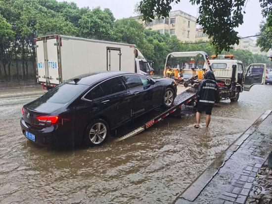 漯河强降雨来势凶猛,各部门全力以赴抢险保畅通!呼吁市民合理出行