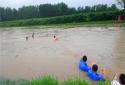 社旗县:村民落水遇险 镇长纵身一跃跳入水中