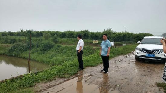 汝南县梁祝镇:党员干部奋战在  防汛排涝第一线