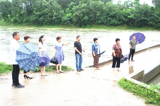 汝南县古塔街道人大代表视察监督防汛抢险