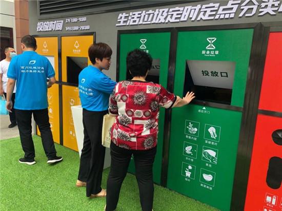"""郑州南阳路街道办事处:""""智能化垃圾屋""""走进社区 引导垃圾分类开启新领域"""