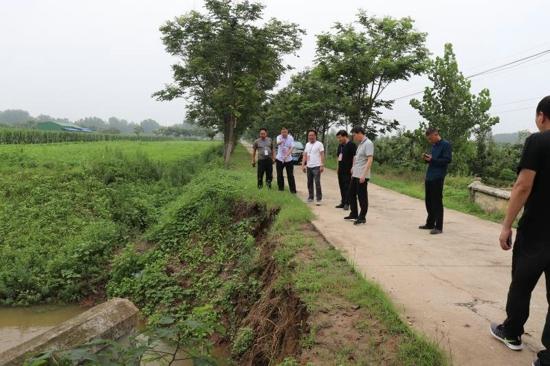 汝南县板店乡组织人大代表视察督导防汛工作