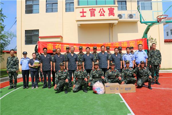 南召县法院:情系子弟兵 送法进军营