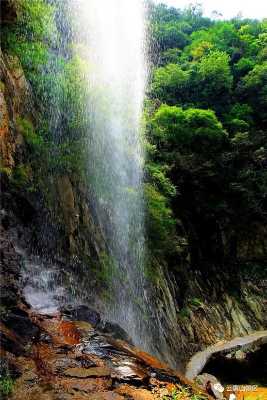 这是最好的夏天,有蝉鸣,有瀑布,有玻璃栈道,有漂流