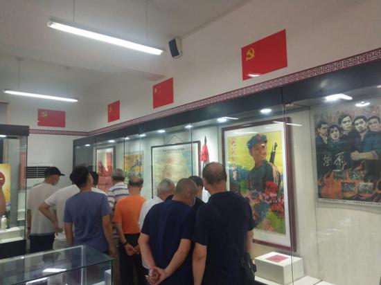 """庆""""八一"""",郑州市花园路街道组织退役军人参观河南省人民委员会红色记忆馆"""