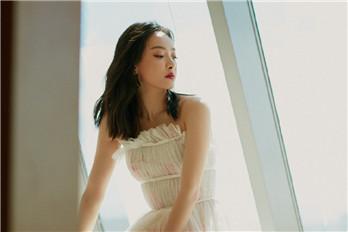 宋茜身穿白裙亮相 气质越发成熟温柔