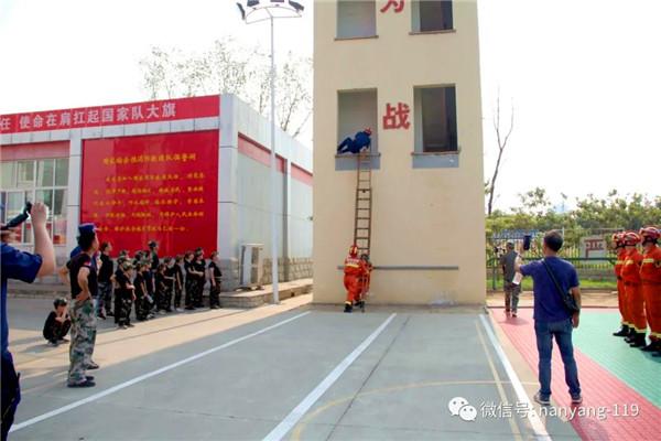 """南阳支队采取""""走出去+请进来""""模式开展学生消防宣传教育活动"""