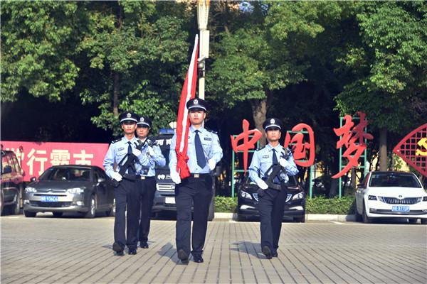 邓州市公安局举行升旗暨重温入党誓词仪式