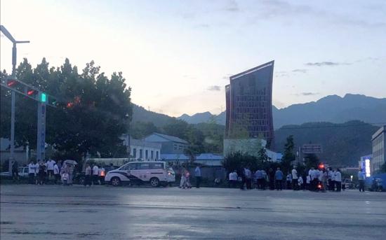游客一家四口在洛阳老君山景区遭雷击 一男子身亡
