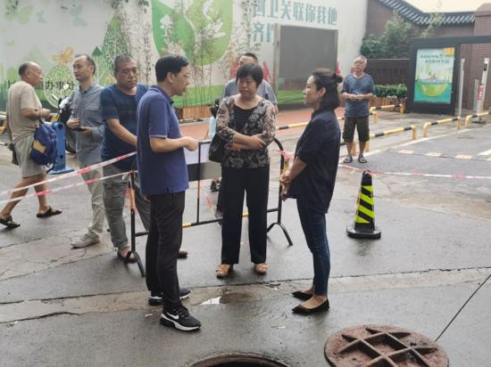 郑州杜岭街道办事处:道路塌方隐患大 政府抢险保安全