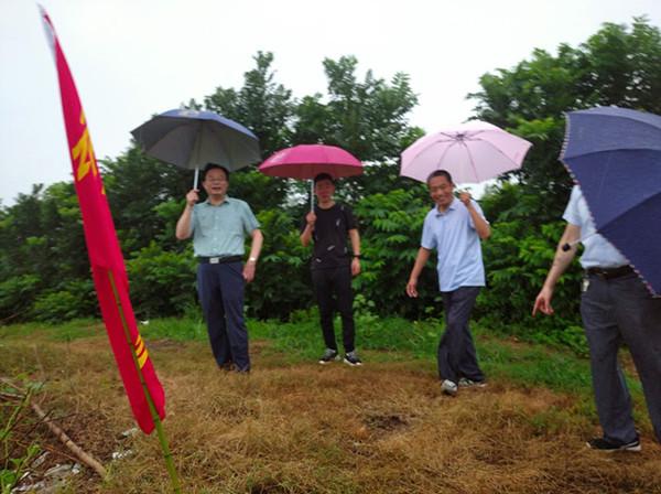 邓州市群管群治防汛忙