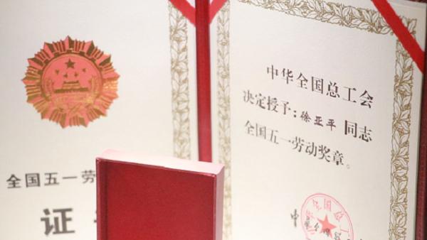 """【郑州故事】""""明星""""车长徐亚平:以实际行动践行着甘于奉献"""