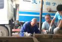 """【高温下的坚守】漯河环卫维修工:""""一天的汗拧下来得有一盆"""""""