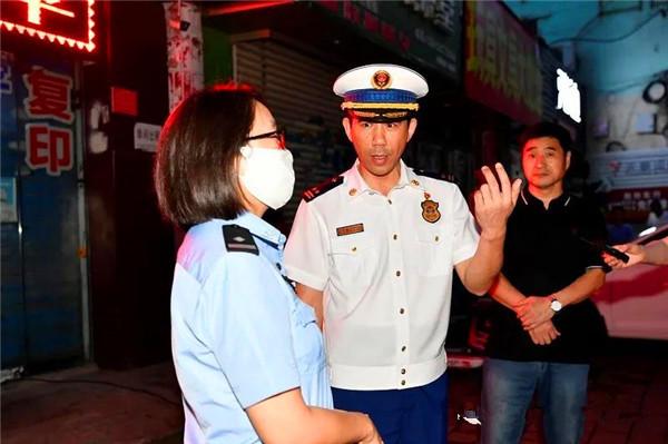 """南阳支队主官带队开展""""多合一""""场所消防安全夜查行动"""