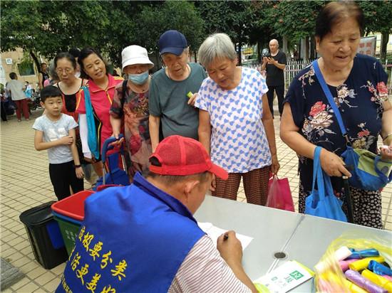 郑州中原区三官庙街道办事处联合河南森贝特开展垃圾分类宣传活动