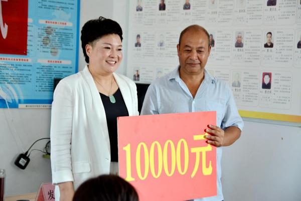唐河县源潭镇:人大代表捐资近10万元 助力曹岗村幸福大院建设