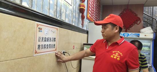 """杭州富阳有一支""""文明用餐""""志愿服务队,队员全是河南太康人"""