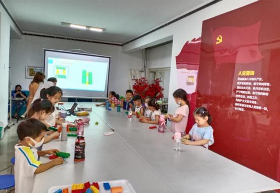 郑州市花园路街道戊院社区开展青少年科学实验活动