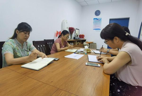 开展校园卫生自查,筑牢安全网——郑州市金水区工人第一新村小学开展校园卫生自查工作