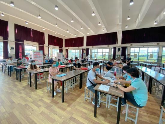 郑州五龙口小学一年级新生报名首日 整体情况平稳有序