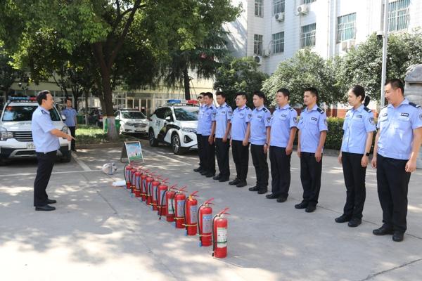 南阳市宛城区法院法警队组织开展消防演练活动