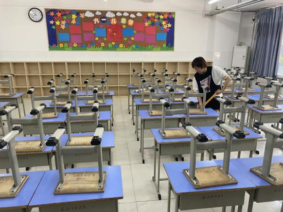 疫情防控不松懈,干净整洁迎开学——郑州高新区五龙口小学大扫除活动